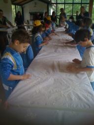 kids making focaccia