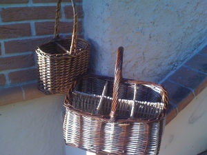 not easy to find a basket for 2 liter bottles, only plastic for one liter bottles (2)